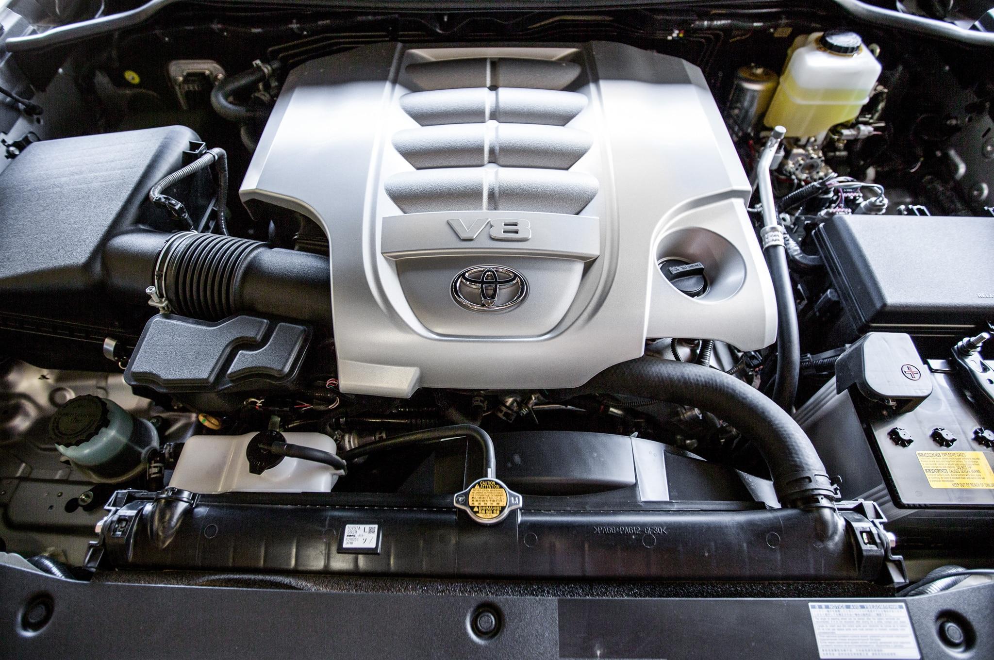 ТЛК 200 восьмицилиндровый двигатель