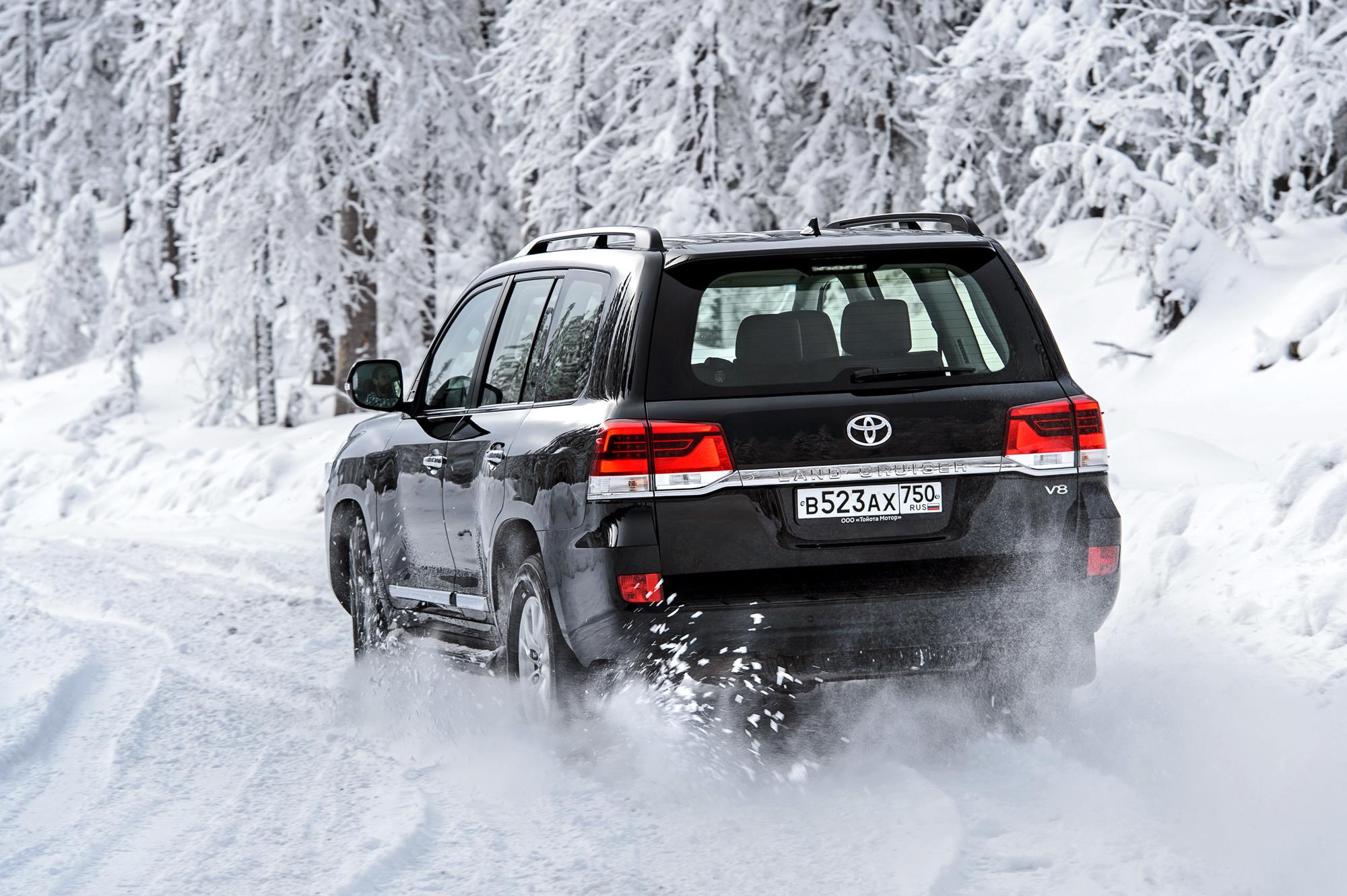 ТЛК 200 едет по снегу