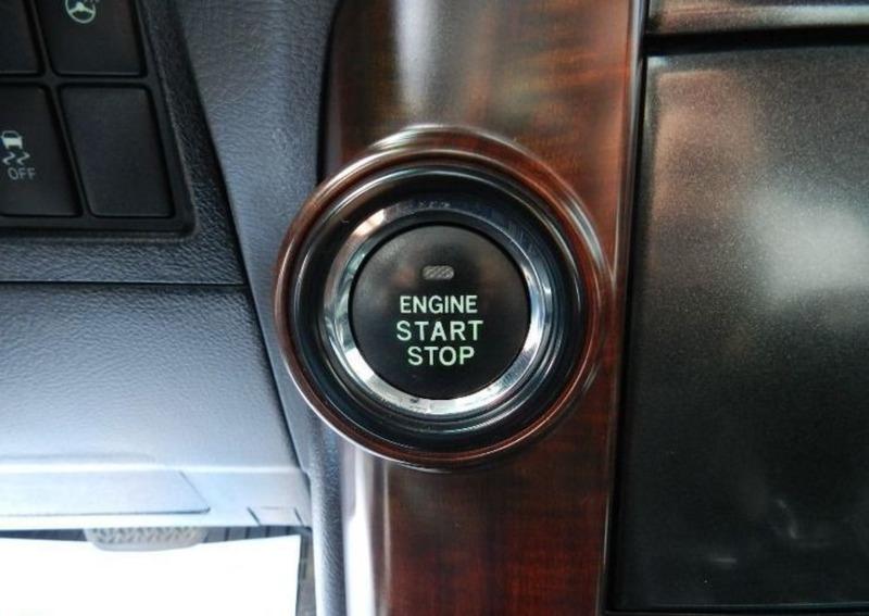 Кнопка ENGINE START STOP на Тойота Прадо 150