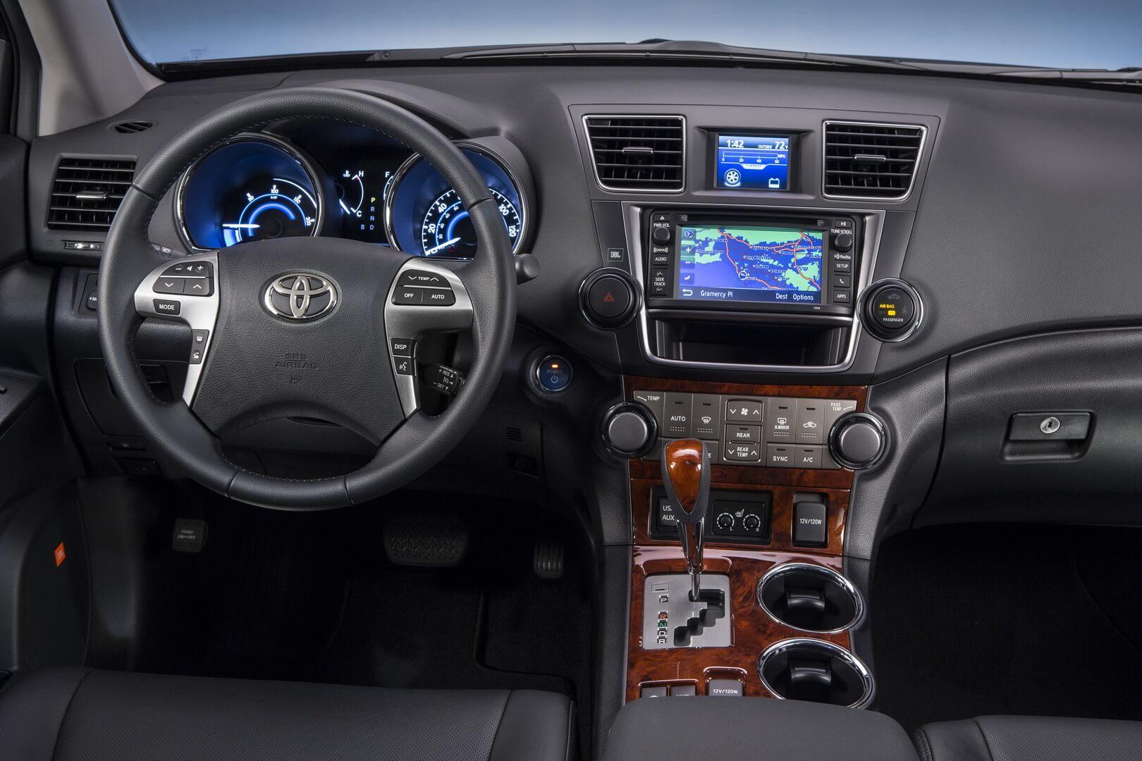 Вид с места водителя Toyota Highlander 2011