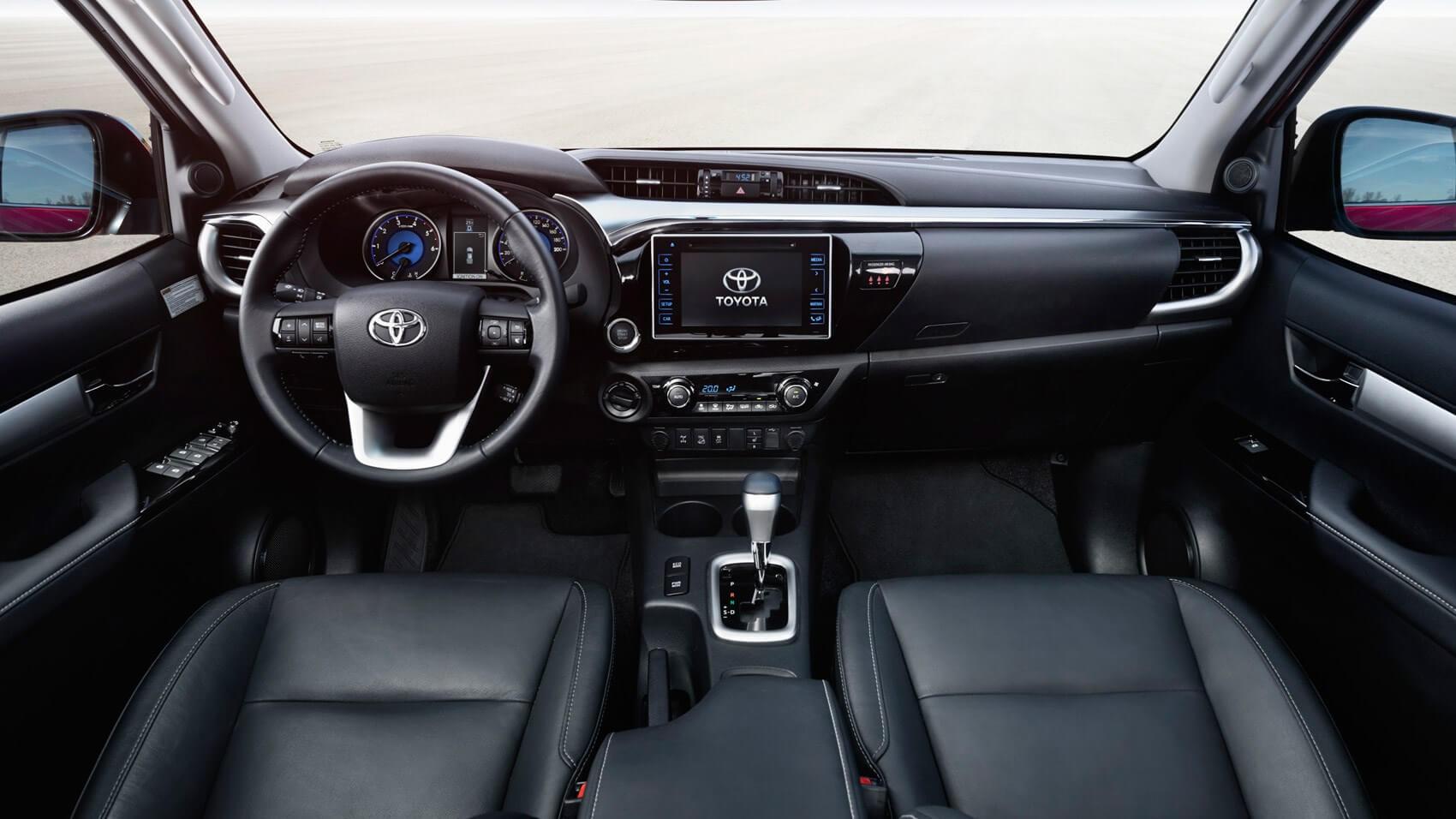 Место водителя Toyota Hilux