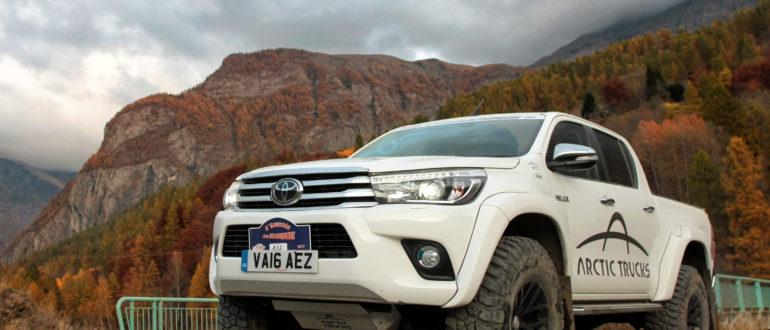 Toyota Hilux Arctic Trucks белый