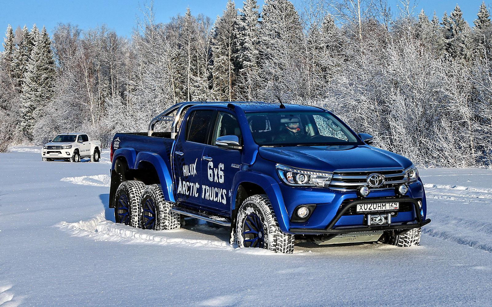 Toyota Hilux Arctic Trucks синий