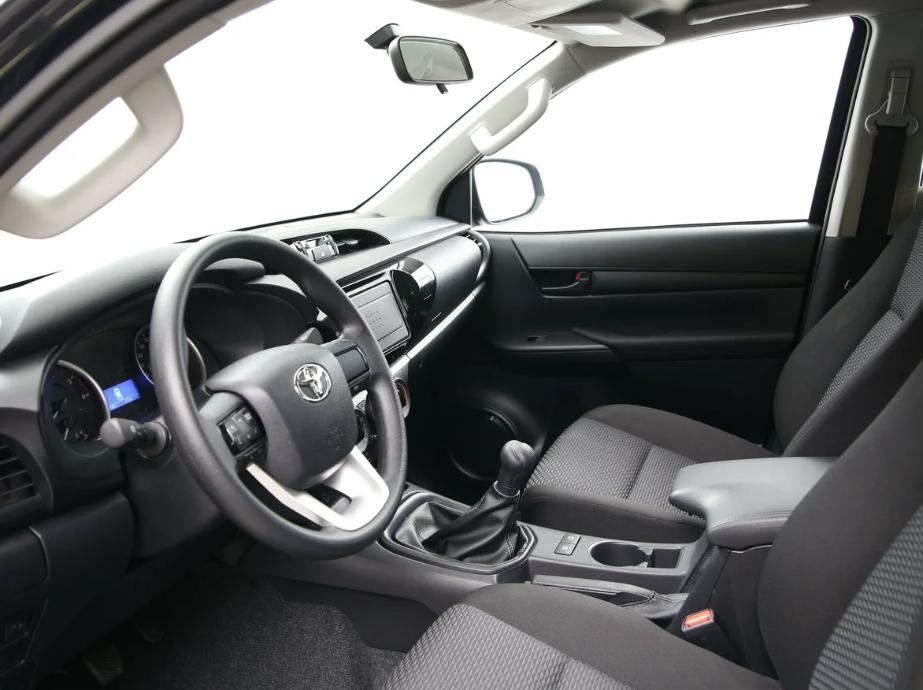 Водительское сидение с 12 вариантами регулировки